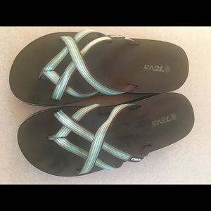 Reba size 6 Green strappy  wedge sandals